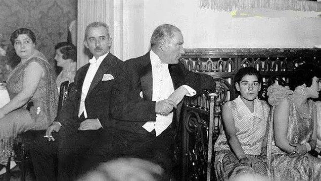 Bir Yılbaşı Gecesi Hediye Olarak Kitap Alan Atatürk'ün Ders Niteliğindeki Tepkisi